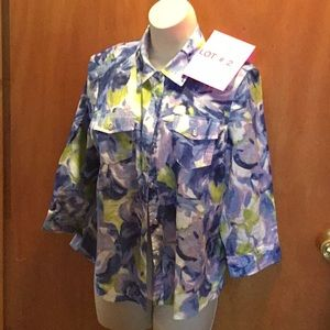Ladies button down 👚 in large from KAREN SCOTT